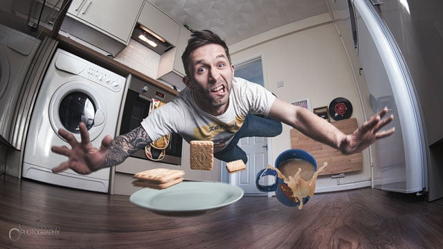 Man Creates Awesome Wiping Out-In-Kitchen Selfie