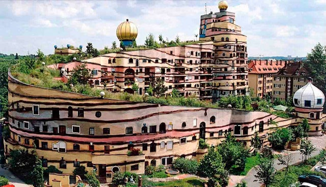 10 Bizarre Buildings and Their Fascinating Histories
