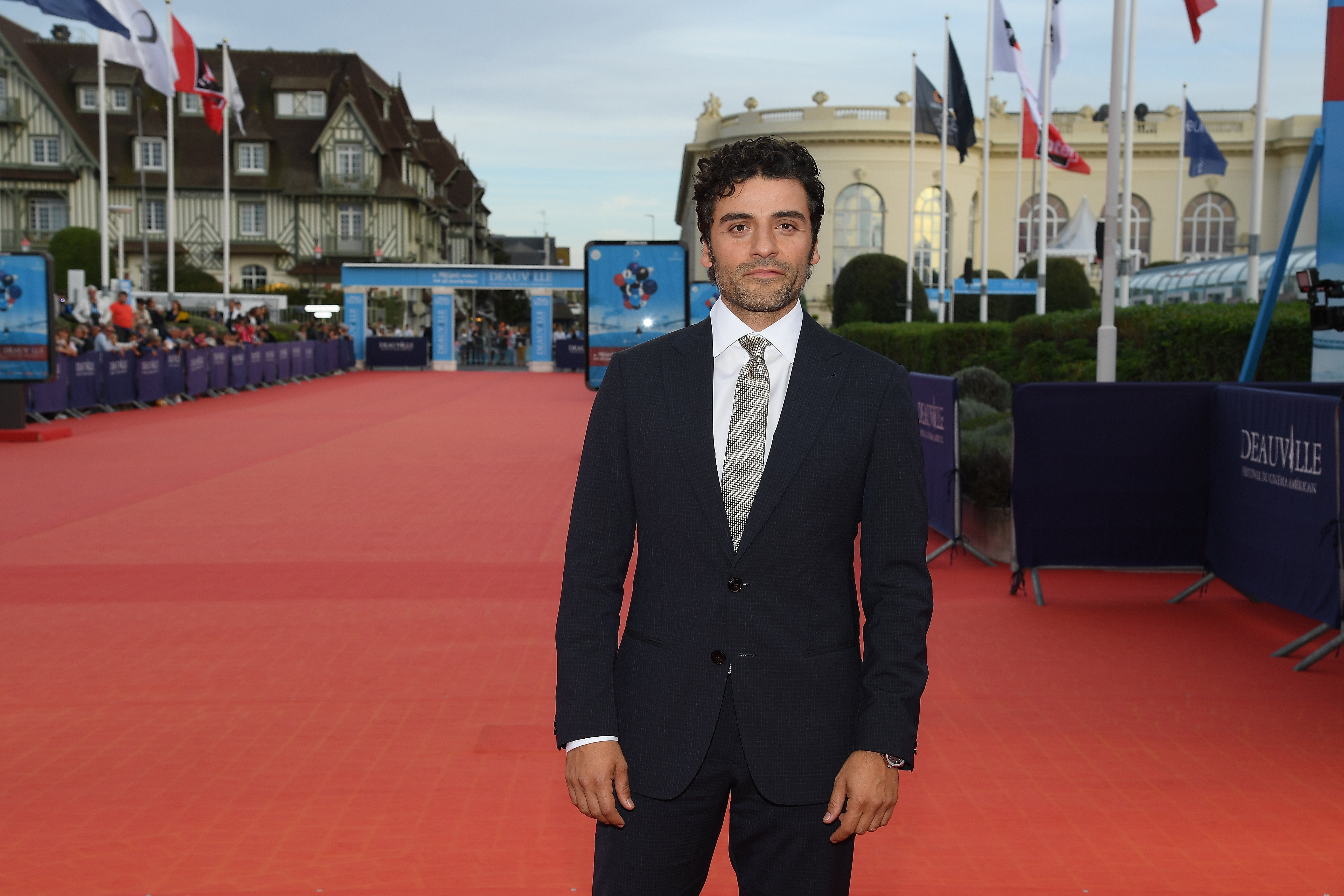 Oscar Isaac Will Play A Superhero Mayor In The Great Machine
