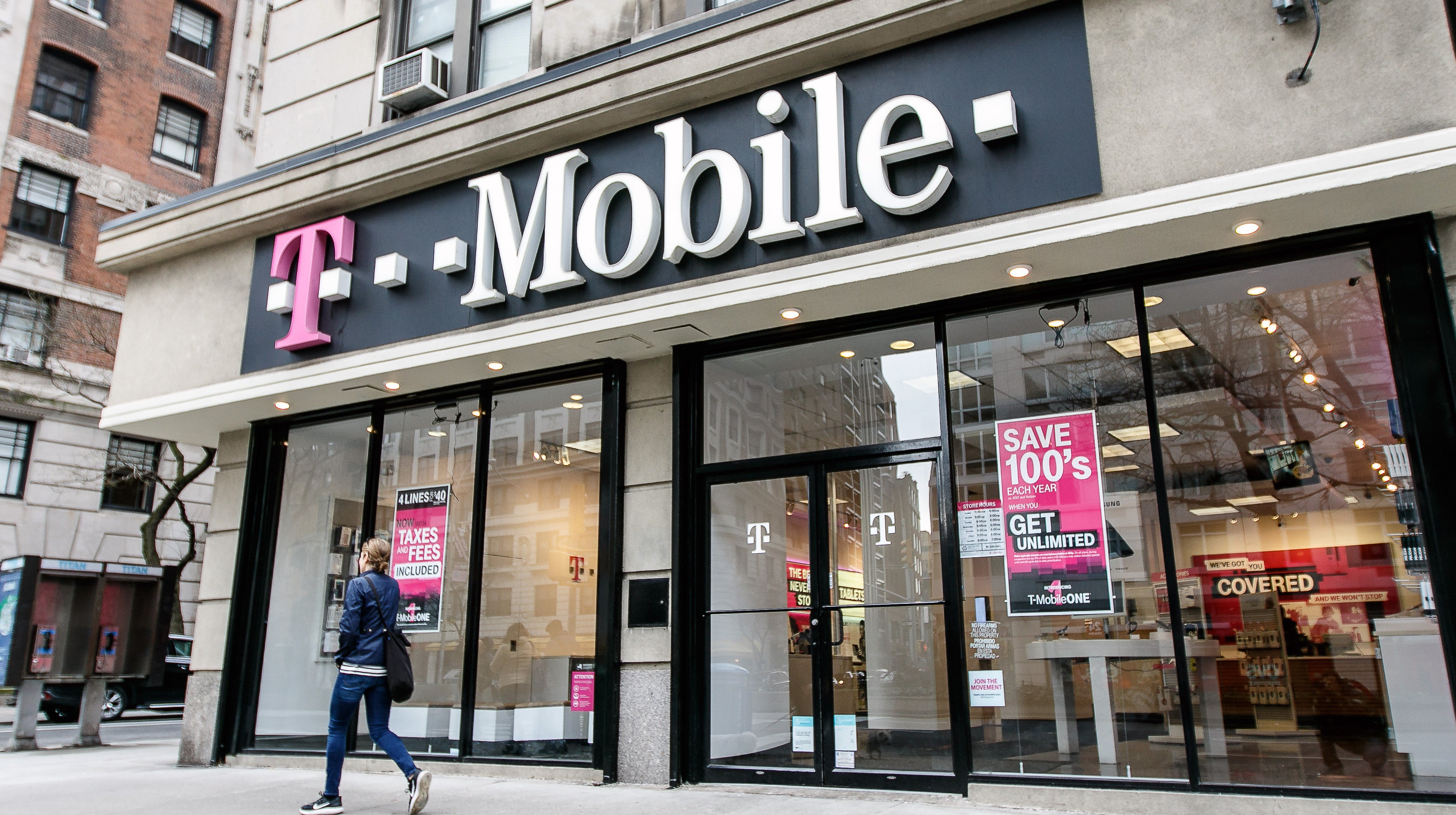 How To Get Free T-Mobile Service If You're A First Responder