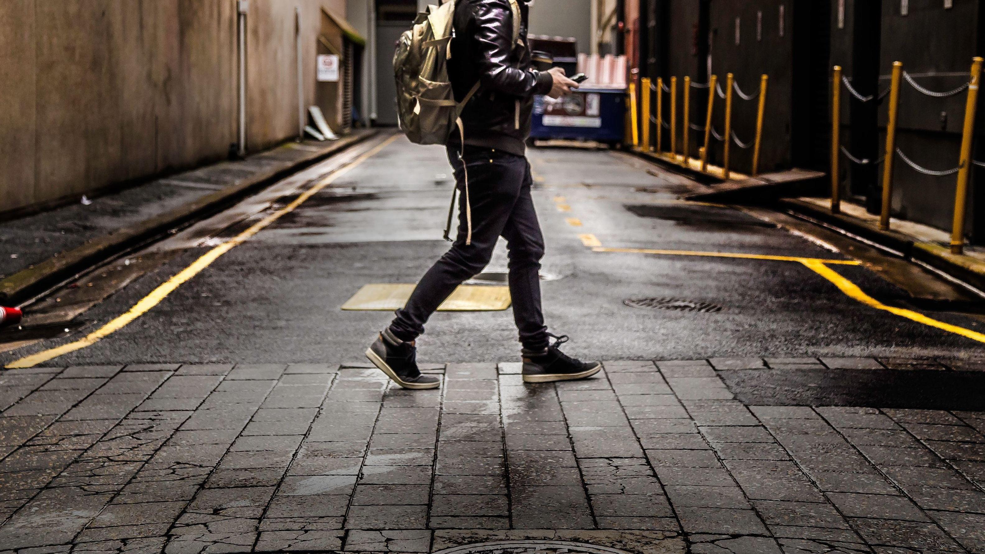 Honolulu May Soon Ban Texting While Crossing The Street Like A Dumbarse
