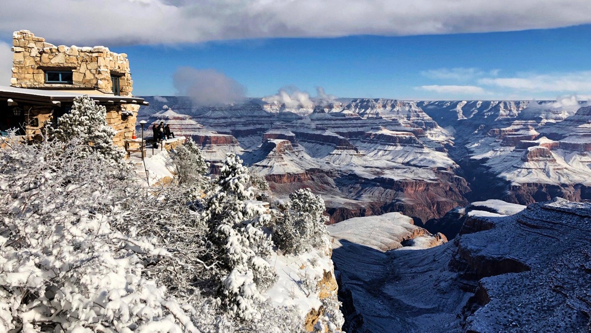 These Photos Of The Snowing Arizona Desert Look Otherworldly