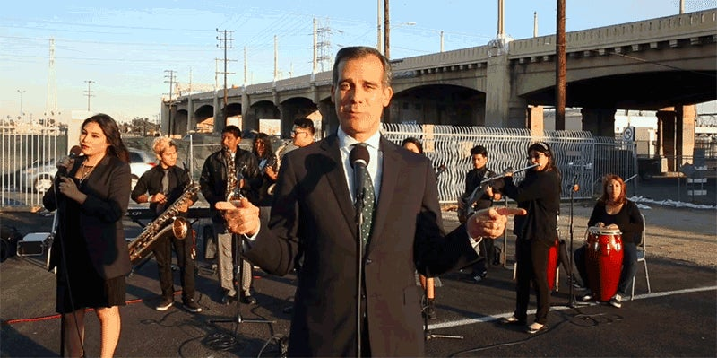 LA Mayor Sings a Sexy Lullaby to Comfort Angelenos About Closing the Freeway