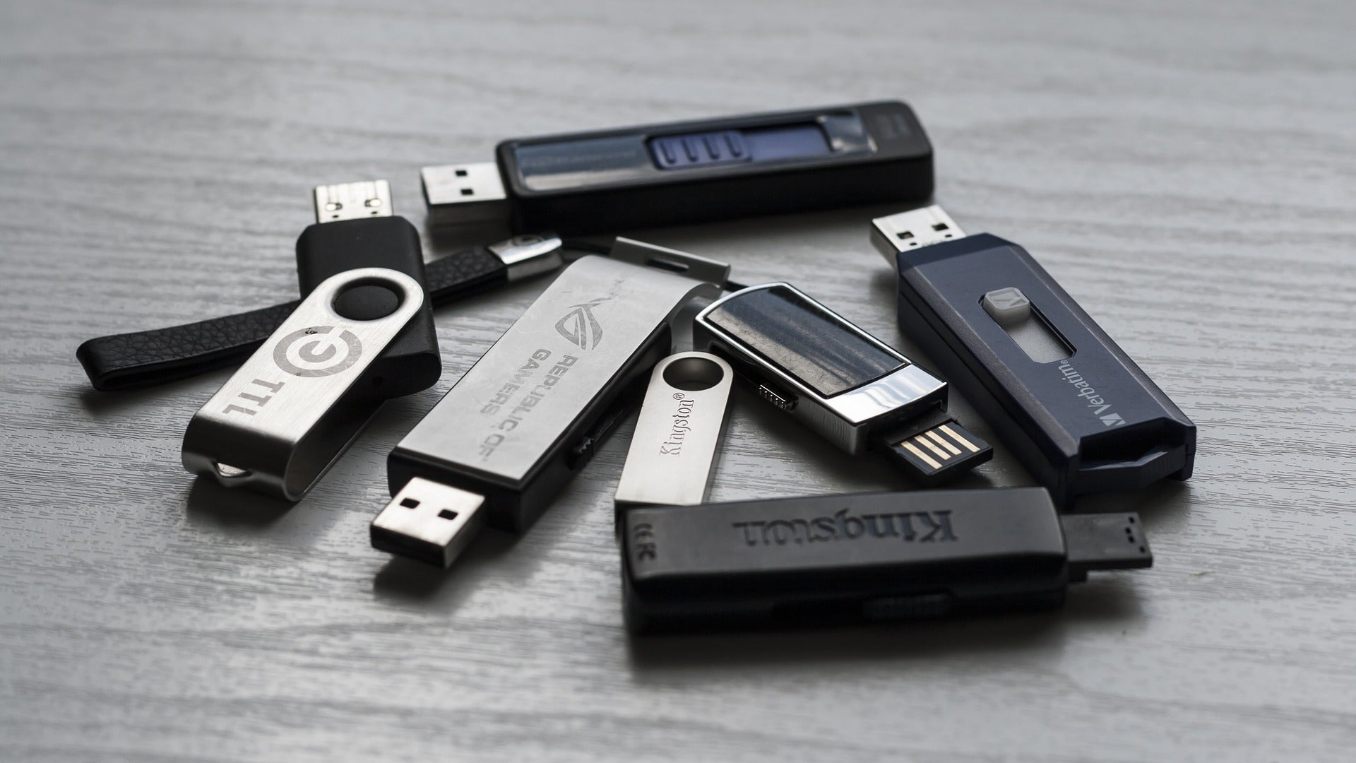 Windows Is Giving Up On Getting You To 'Safely Remove' USB Drives