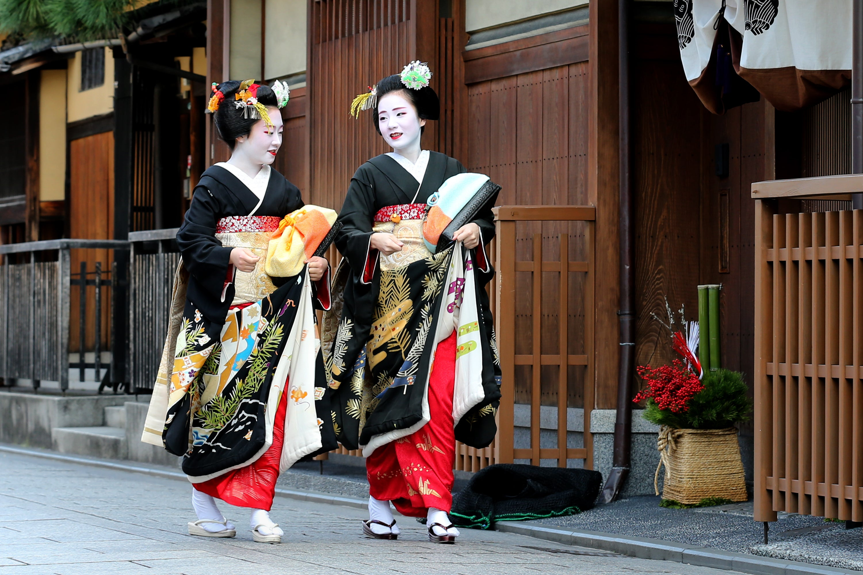 Bad Tourist Behaviour Leads To Photography Crackdown In Kyoto's Gion