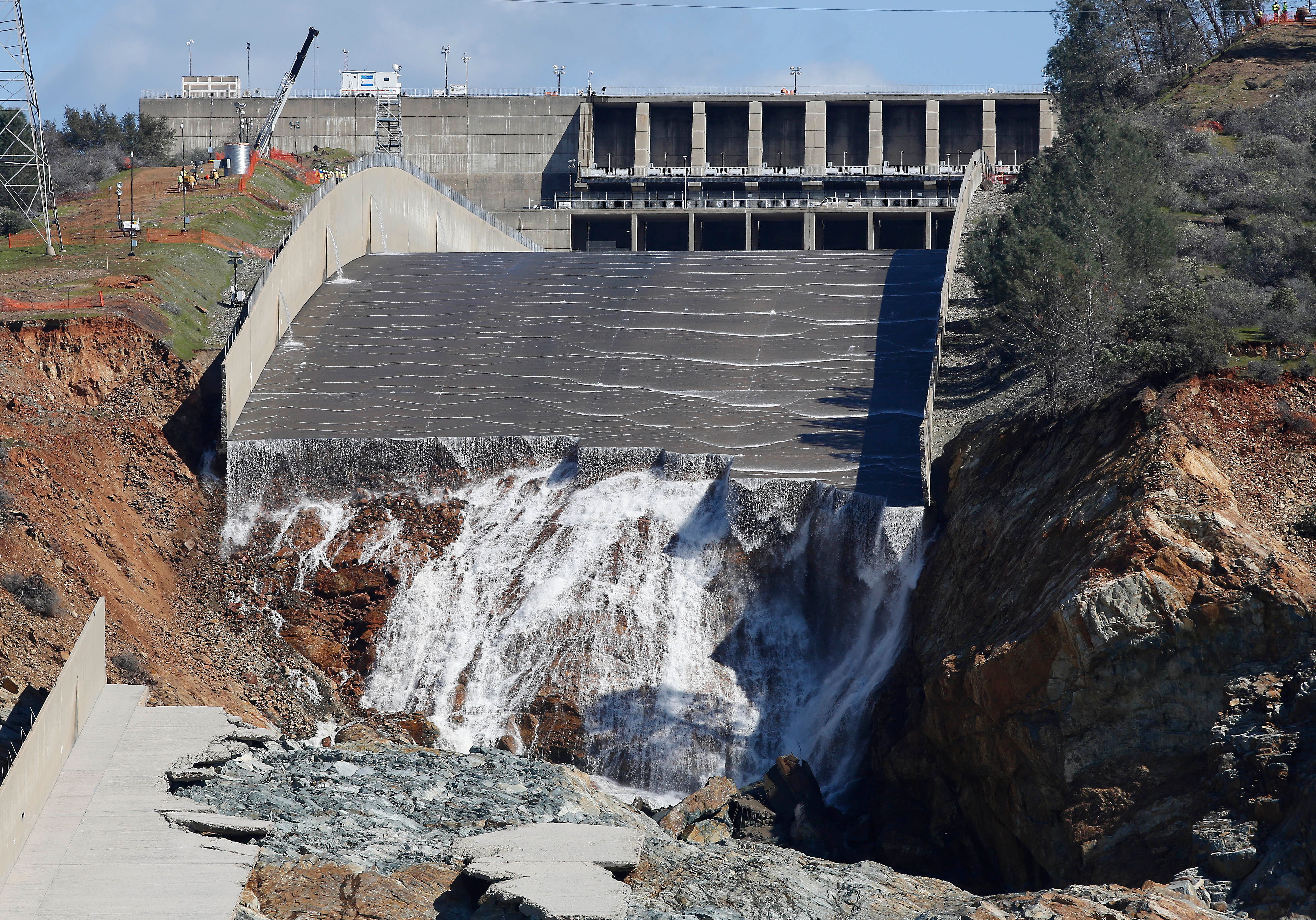 Good Luck Repairing The Badly Damaged Oroville Dam | Gizmodo Australia