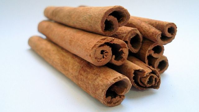 Boil Cinnamon Sticks to De-Odorize Smelly Rooms