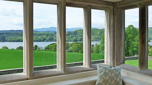 Avoid Streaky Windows by Not Washing Them In the Sun