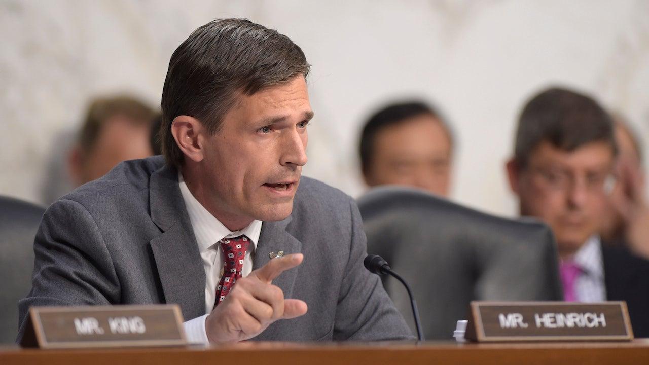 Senators Push For Law To Make US Voting Machines Less Hackable