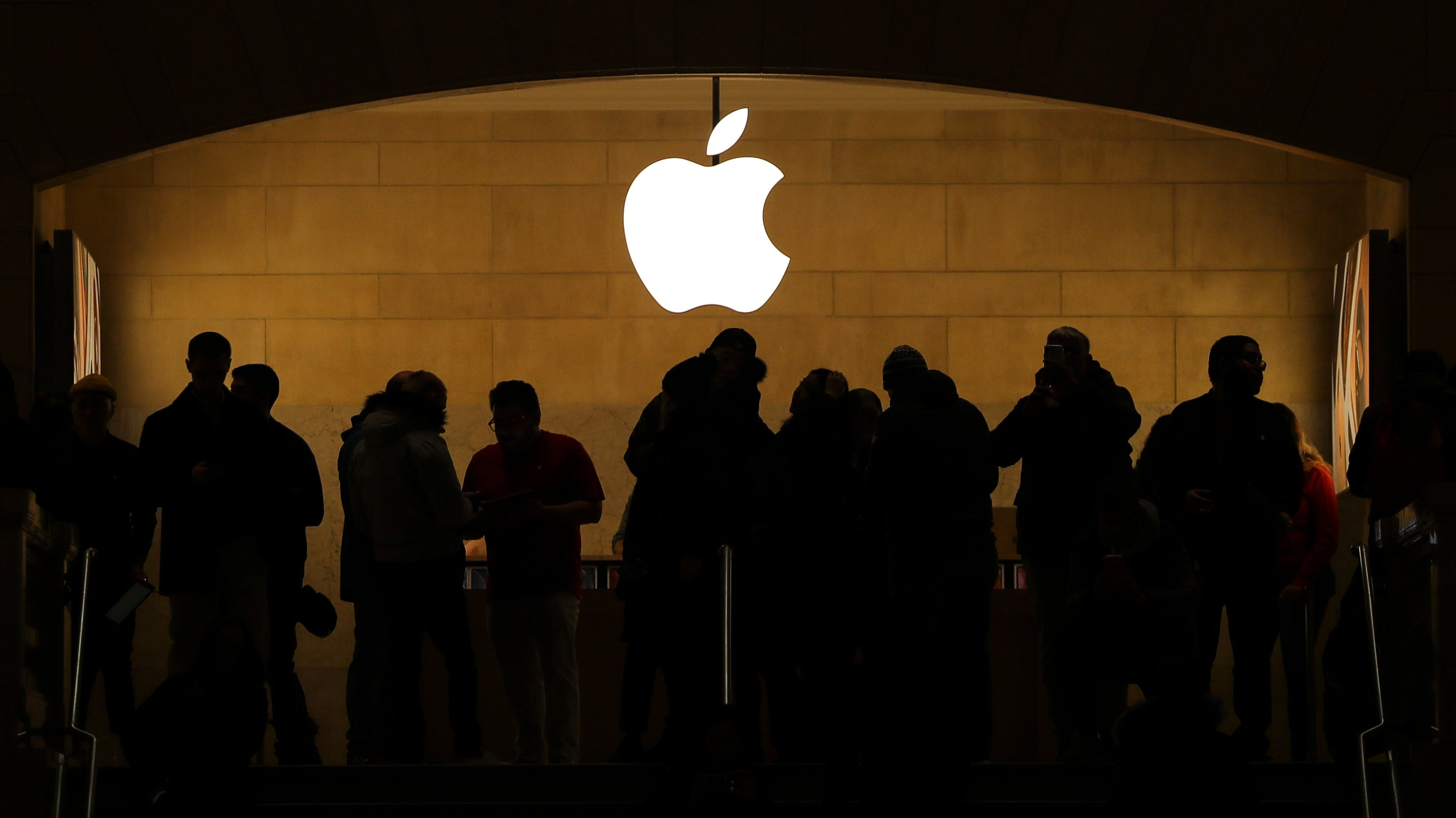 Apple Store Worker Opens Mystery Package And Finds Pound Of Meth
