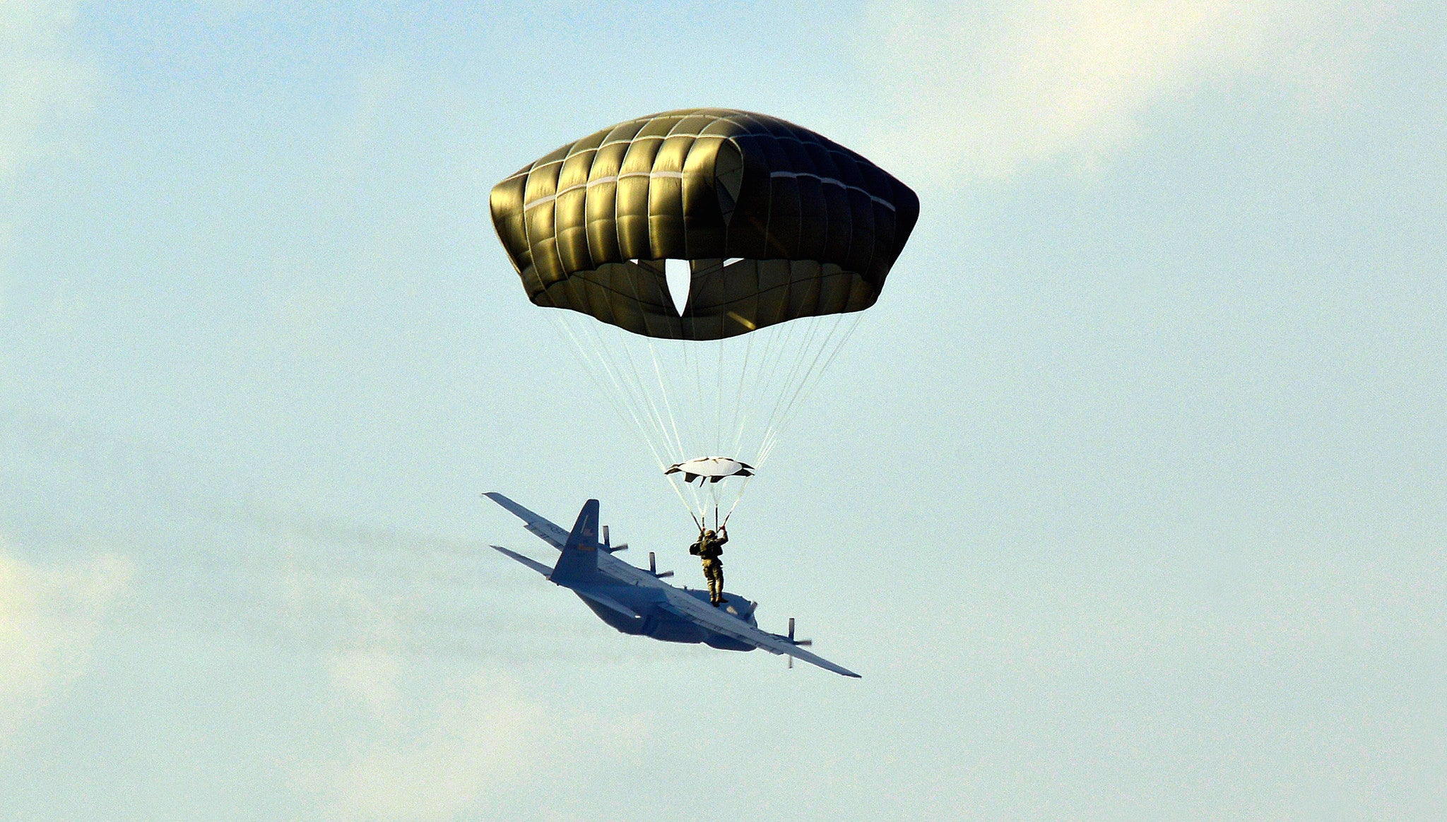 Cool photo of a paratrooper makes it look like he's surfing an aeroplane