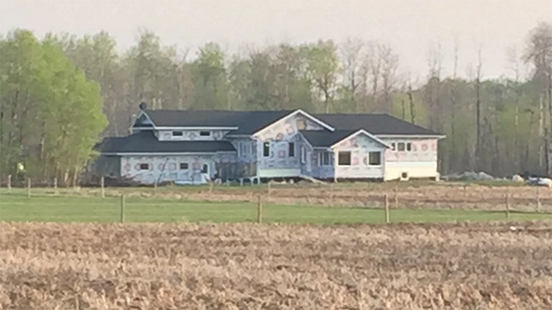 Backer Funds From Kickstarter Campaign Allegedly Stolen to Build a Damn House