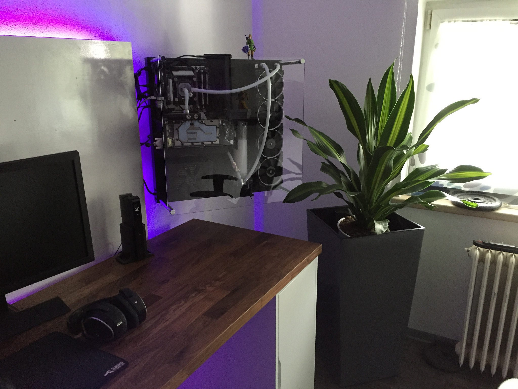 The Wall Mounted Workspace
