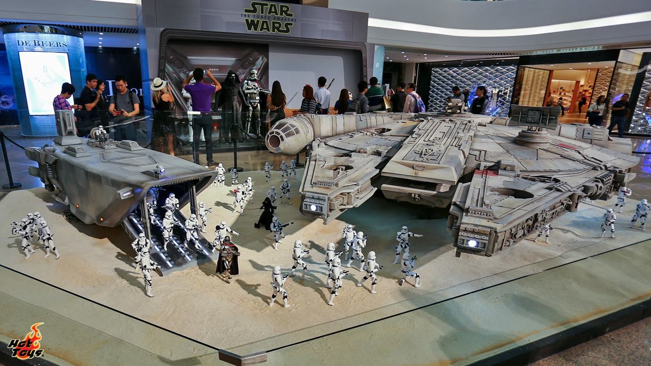 The Tiny Figures In This Massive Star Wars Diorama Are Actually 30cm Tall