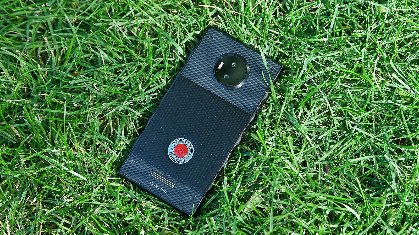 Red Founder Kills The Company's Holographic Phone Project, Announces Retirement