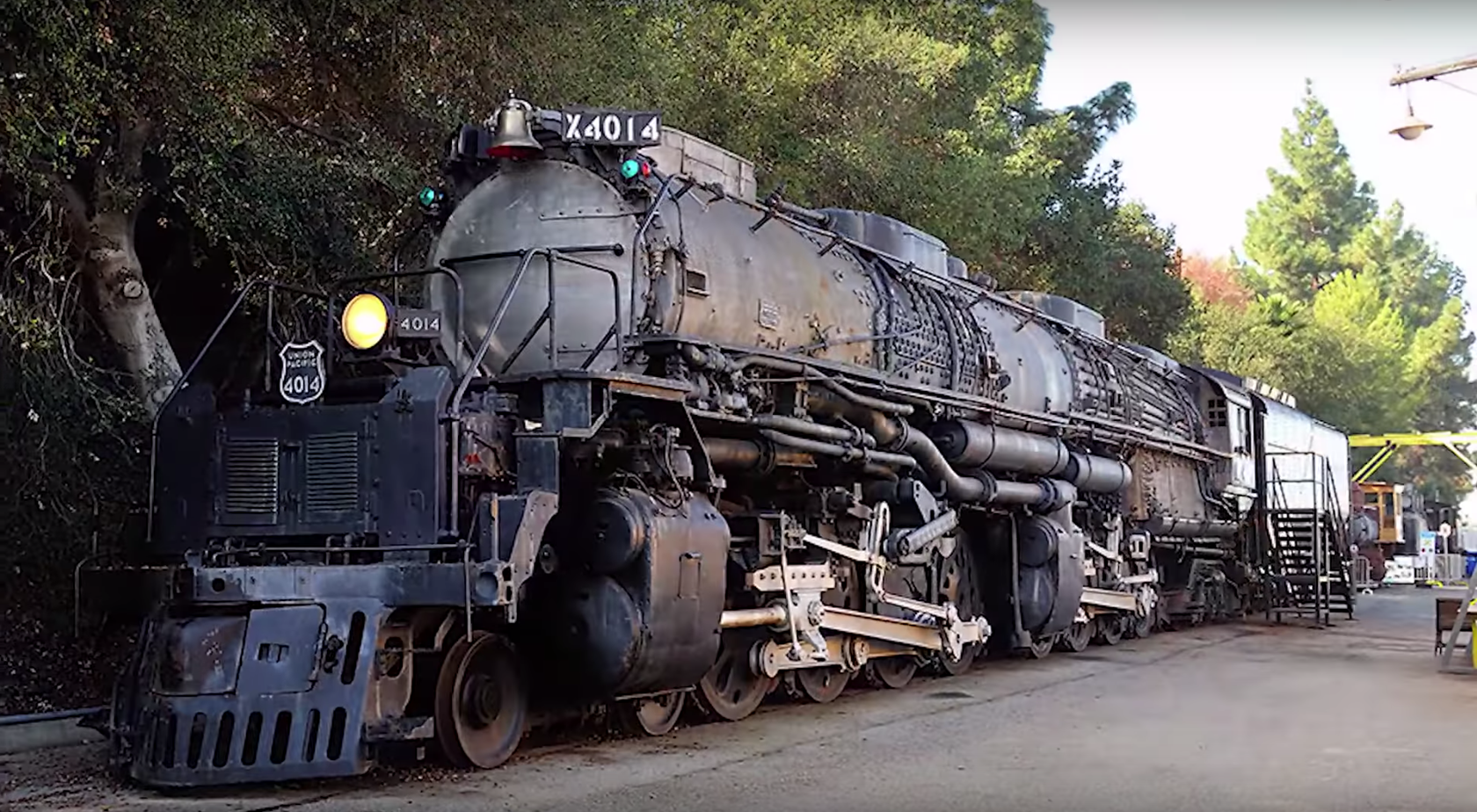 The Biggest Steam Engine In The World Just Moved Under Its Own Power For The First Time In Decades