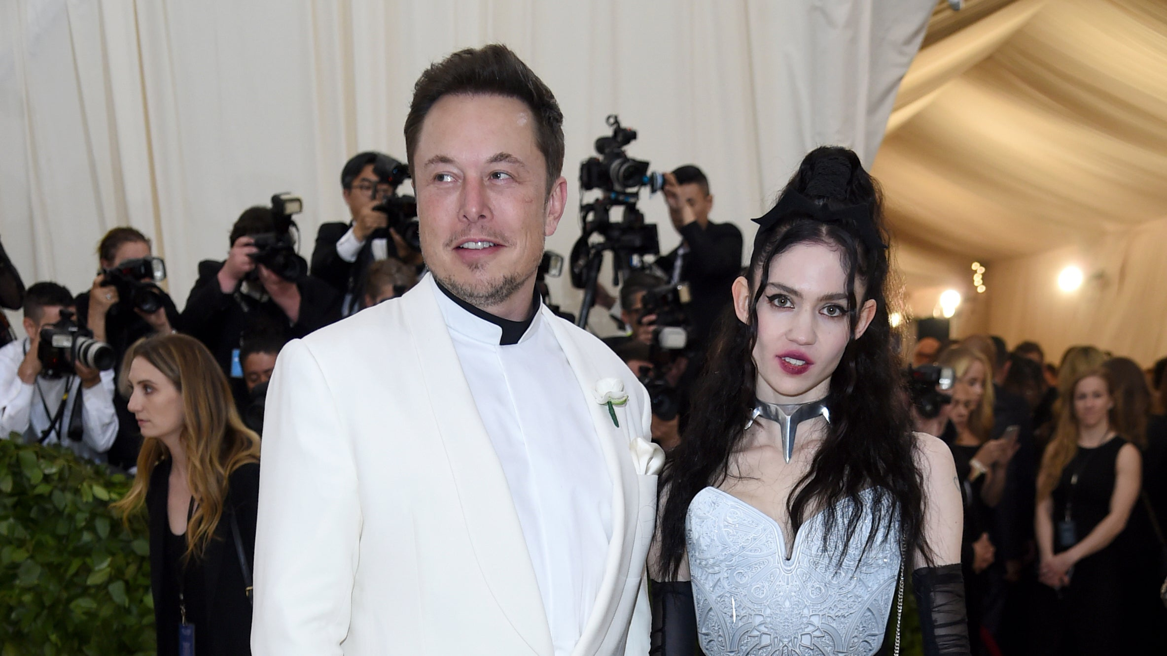 I Had No Idea Who Grimes Is, But After 20 Minutes Of Misinformed Research, Reports She's Dating Elon Musk Make Sense