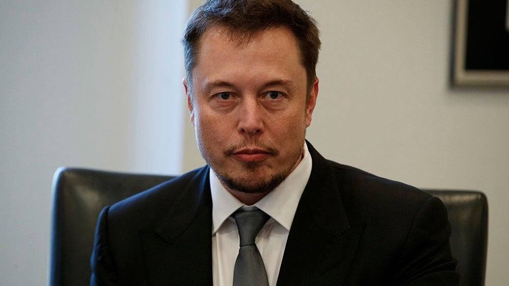 Elon Musk Tweets Support For Oil Tycoon Rex Tillerson