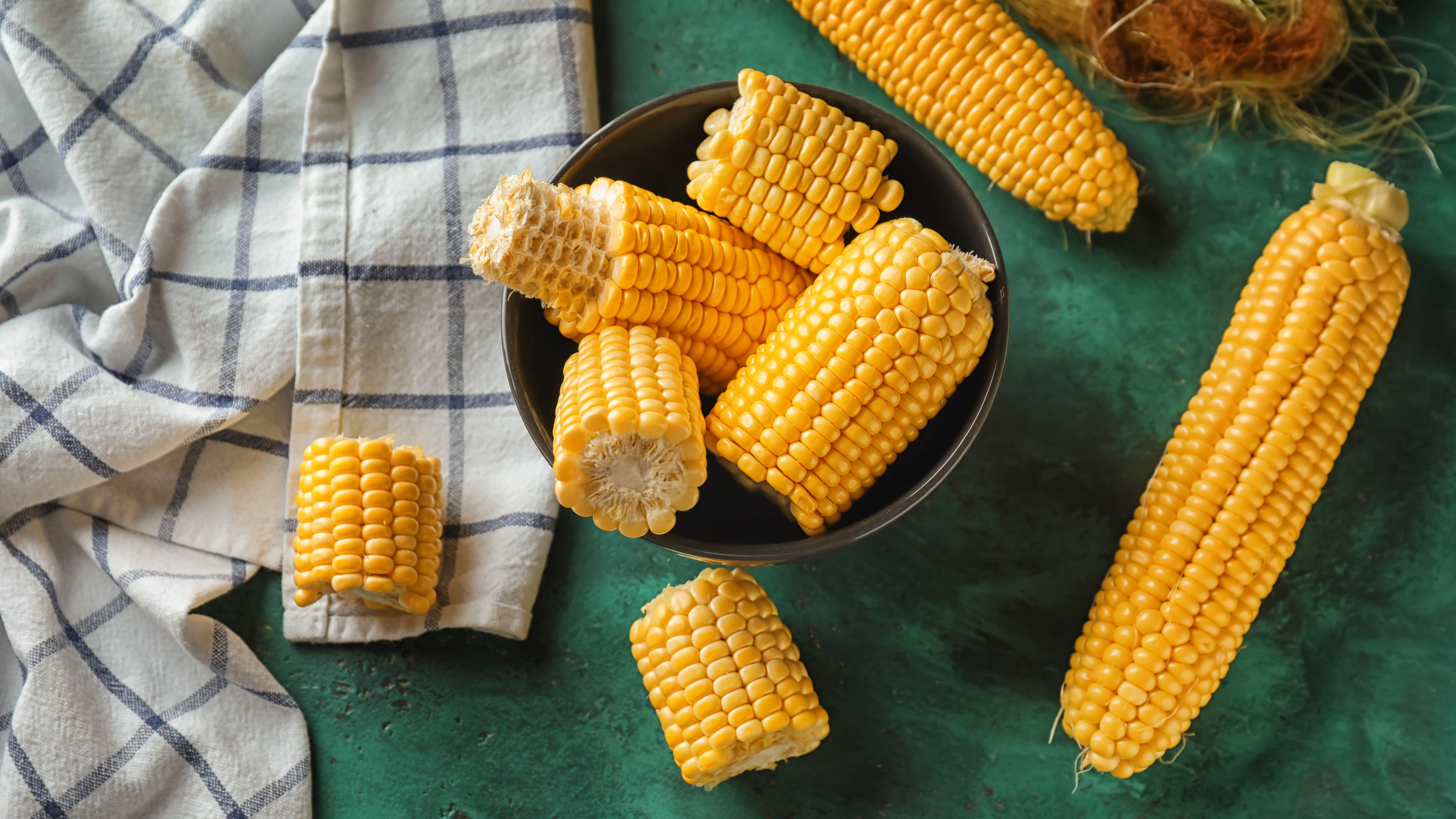 How To Cook Perfect Corn On The Cob In Your Microwave