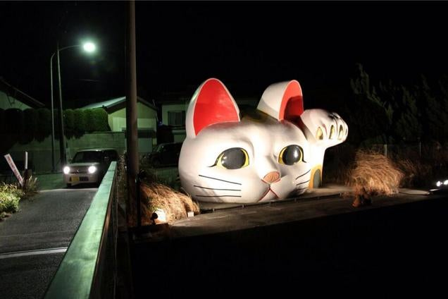 Attack on Giant Lucky Cat