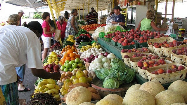 Why Eating Seasonally and Locally Is Better for You (and Your Wallet)