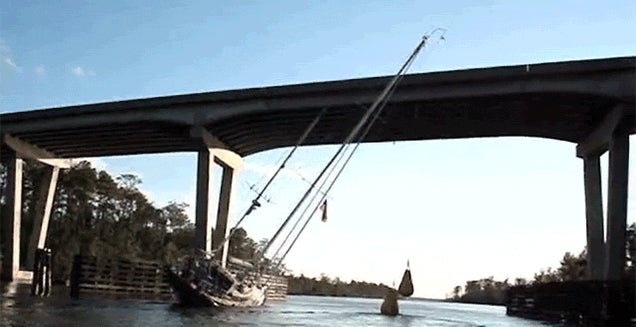 Watch a 24m Tall Boat Somehow Clear a Bridge That's Way Too Low