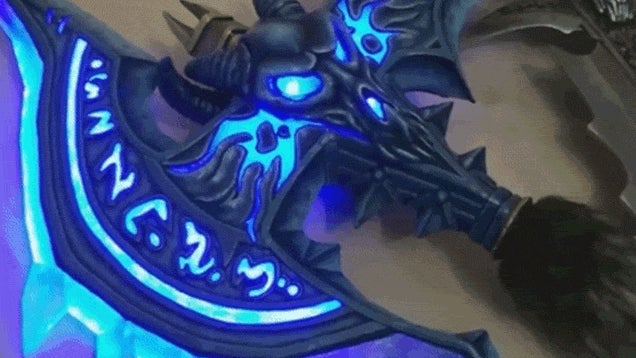 Working Lights Make This World of Warcraft Weapon Replica Awesome