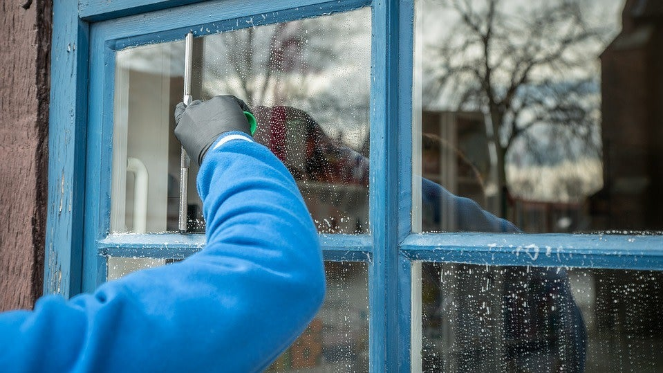 Keep Your Windows Dust Free By Cleaning Them With Fabric Softner