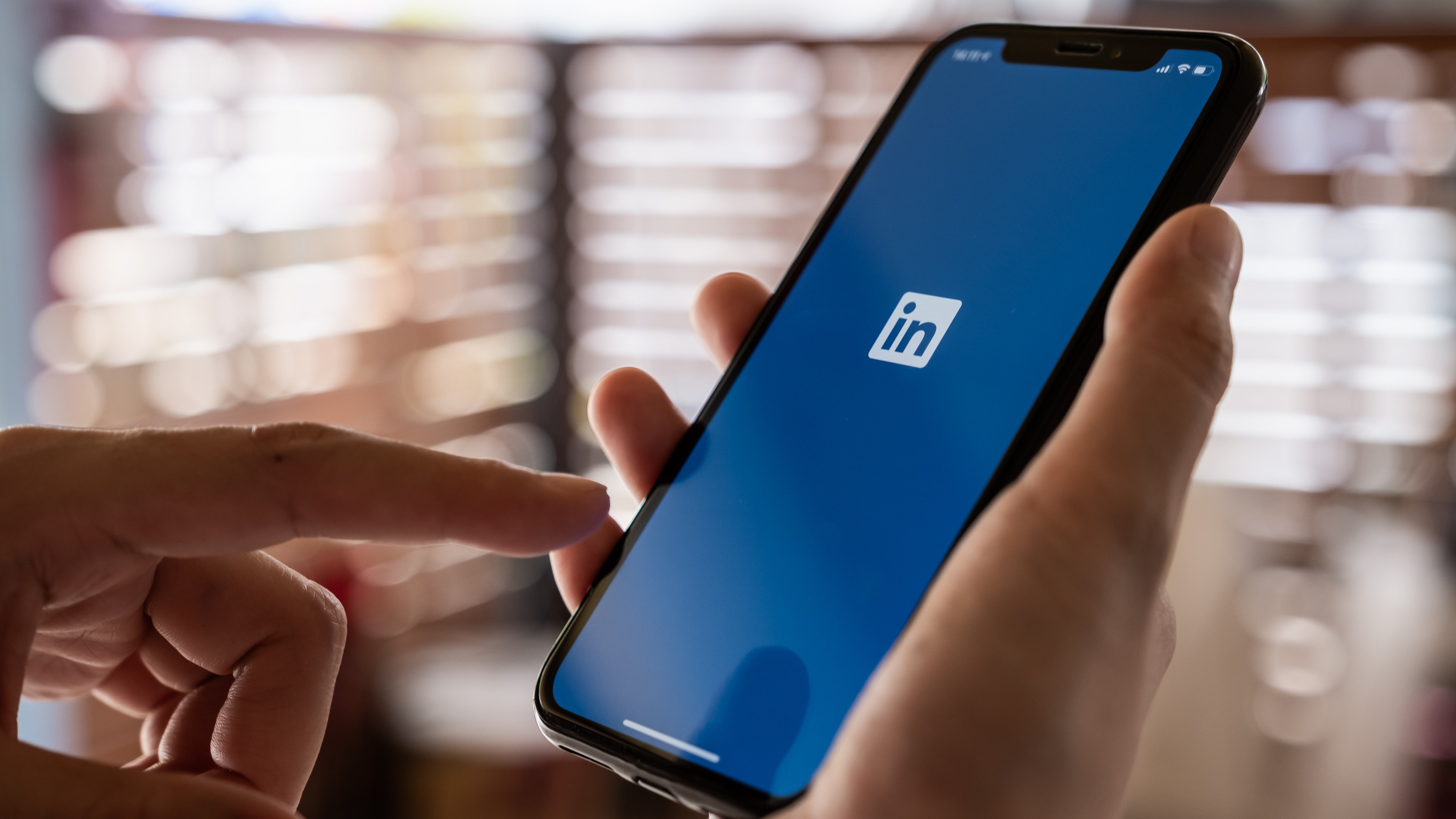 The LinkedIn App's 'Nearby' Tool Is Surprisingly Useful