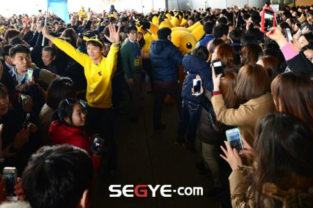 Huge Crowd at Pikachu Parade Causes Safety Concerns