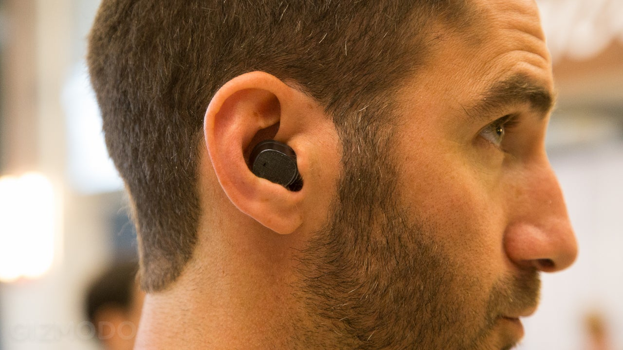 Moto Hint Review The First Bluetooth Headset I Wasn T