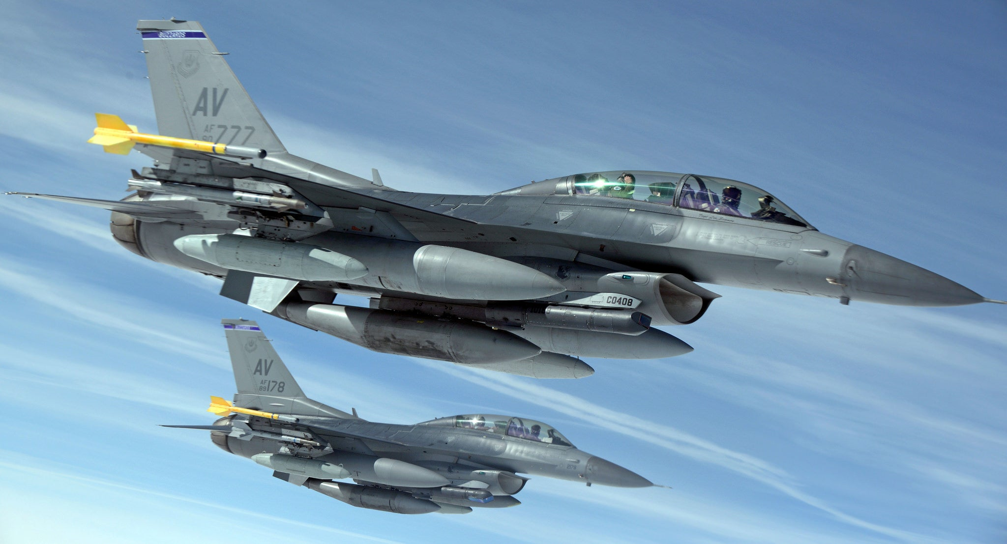 This photo of flying F-16s looks so perfect I can't believe it's real