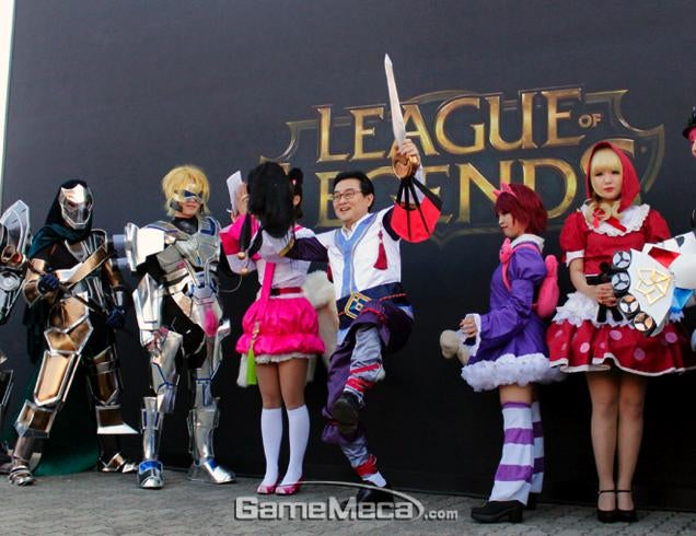Cosplaying Politician Brings League of Legends of Life