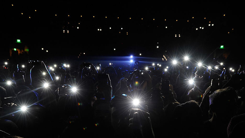 New Apple Patent Could Stop You From Taking Photos And Videos At Concerts