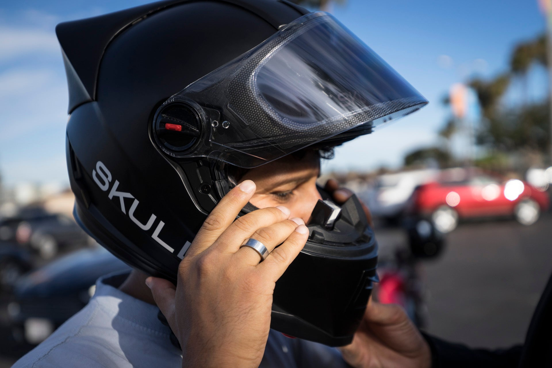 skully ar 1 helmet hands on the world 39 s first hud motorcycle helmet gizmodo australia. Black Bedroom Furniture Sets. Home Design Ideas