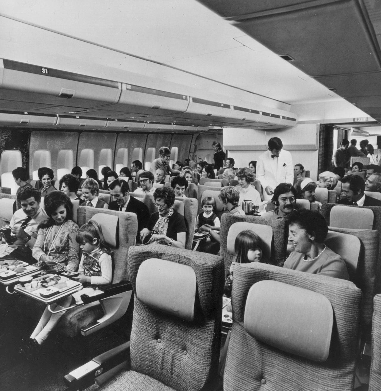 That amazing photo of economy class flying in the 1960s is fake