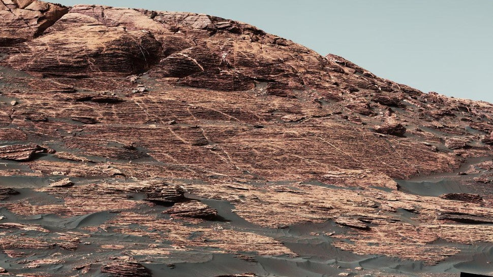 NASA's Curiosity Rover Captures Spectacular Images As It ...