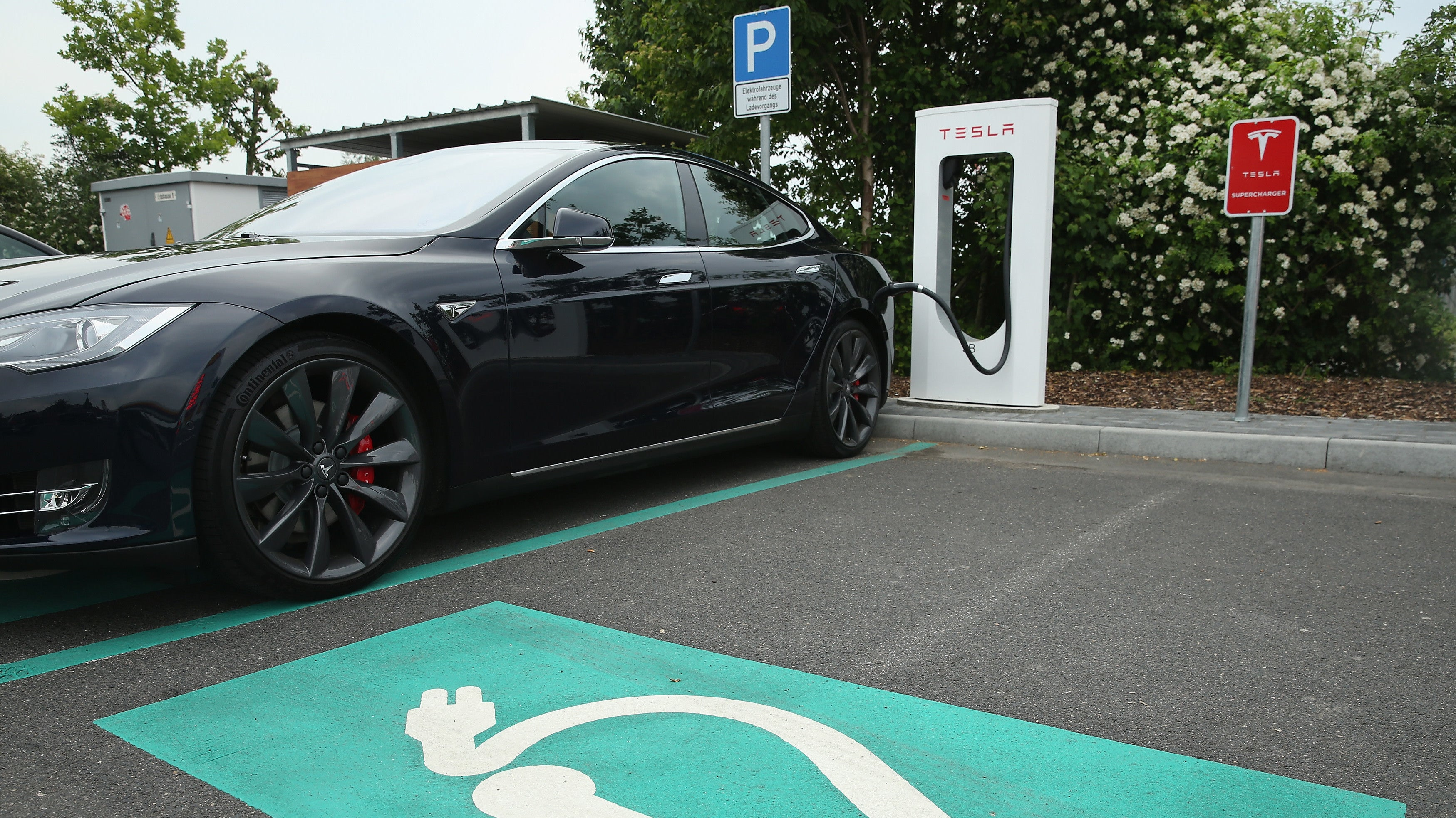 Reports Of Tesla Smart Summon Crashes Are Now Under Investigation