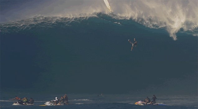 Watch a Surfer Survive a Crazy Wipeout Off a 12m Wave