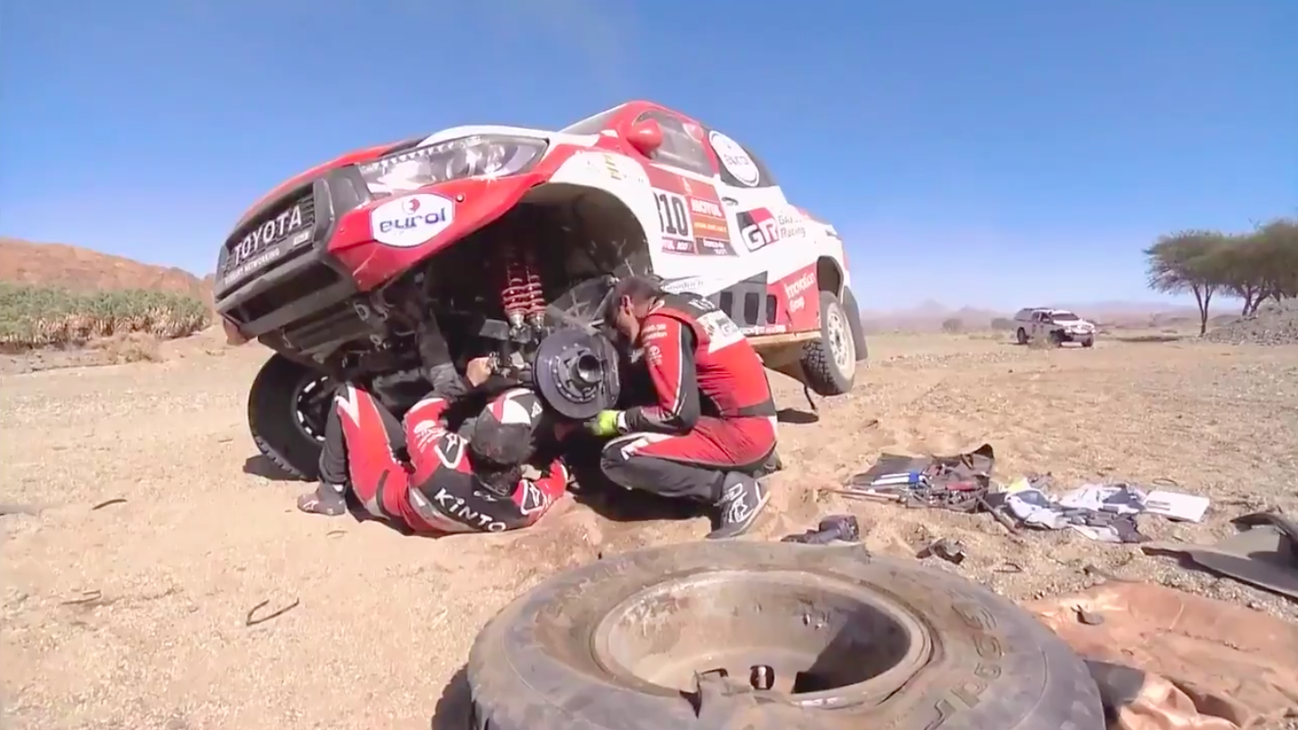 Here's Two-Time F1 World Champion Fernando Alonso Fixing His Own Broken Race Car