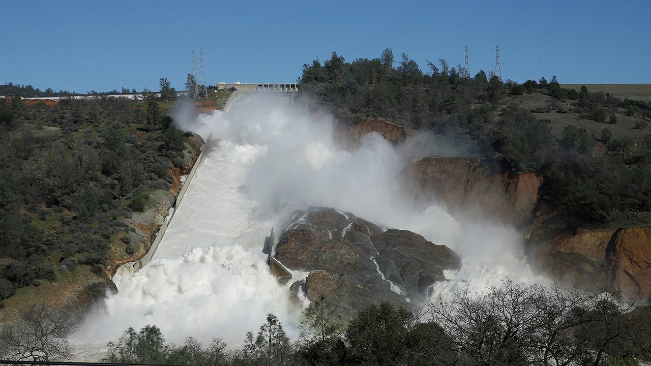 California Town Given One Hour To Evacuate Before Dam Spillway Collapses [Updating]