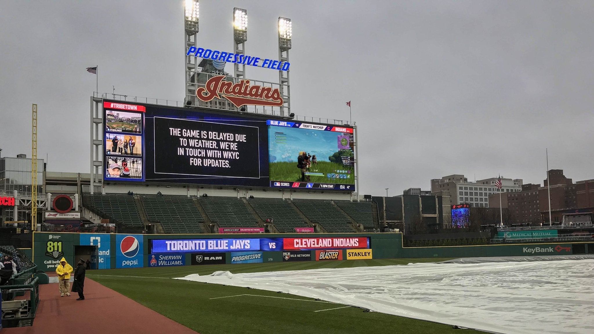 Cleveland Indians Make The Best Of Bad Weather With Some JumbotronFortnite