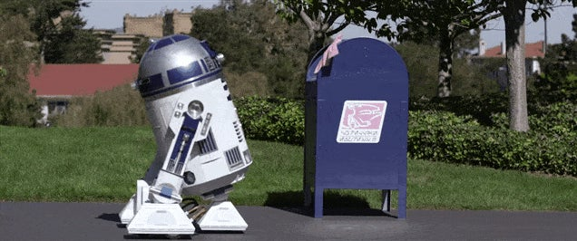 Very Impressive R2-D2 Replica Goes Looking For Love