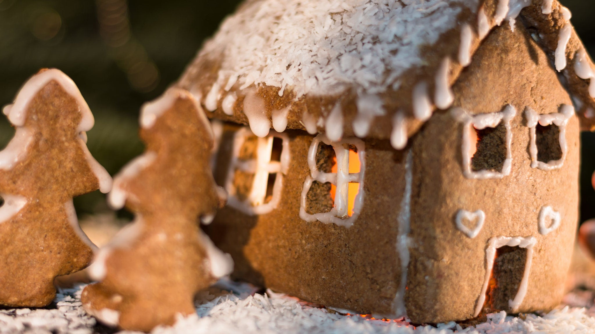 How To Build The Perfect Gingerbread House