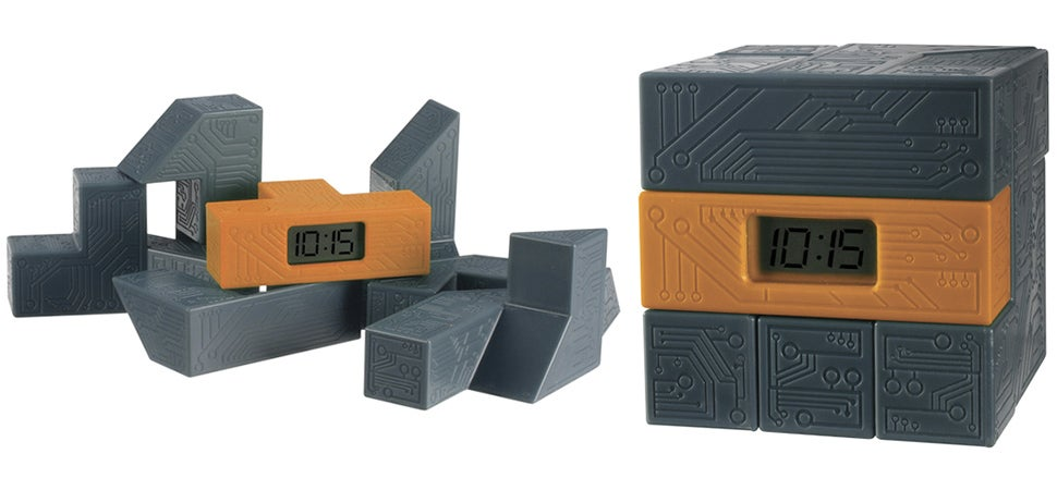 Race the Clock To Rebuild This Puzzle Cube After You Drop It On the Floor