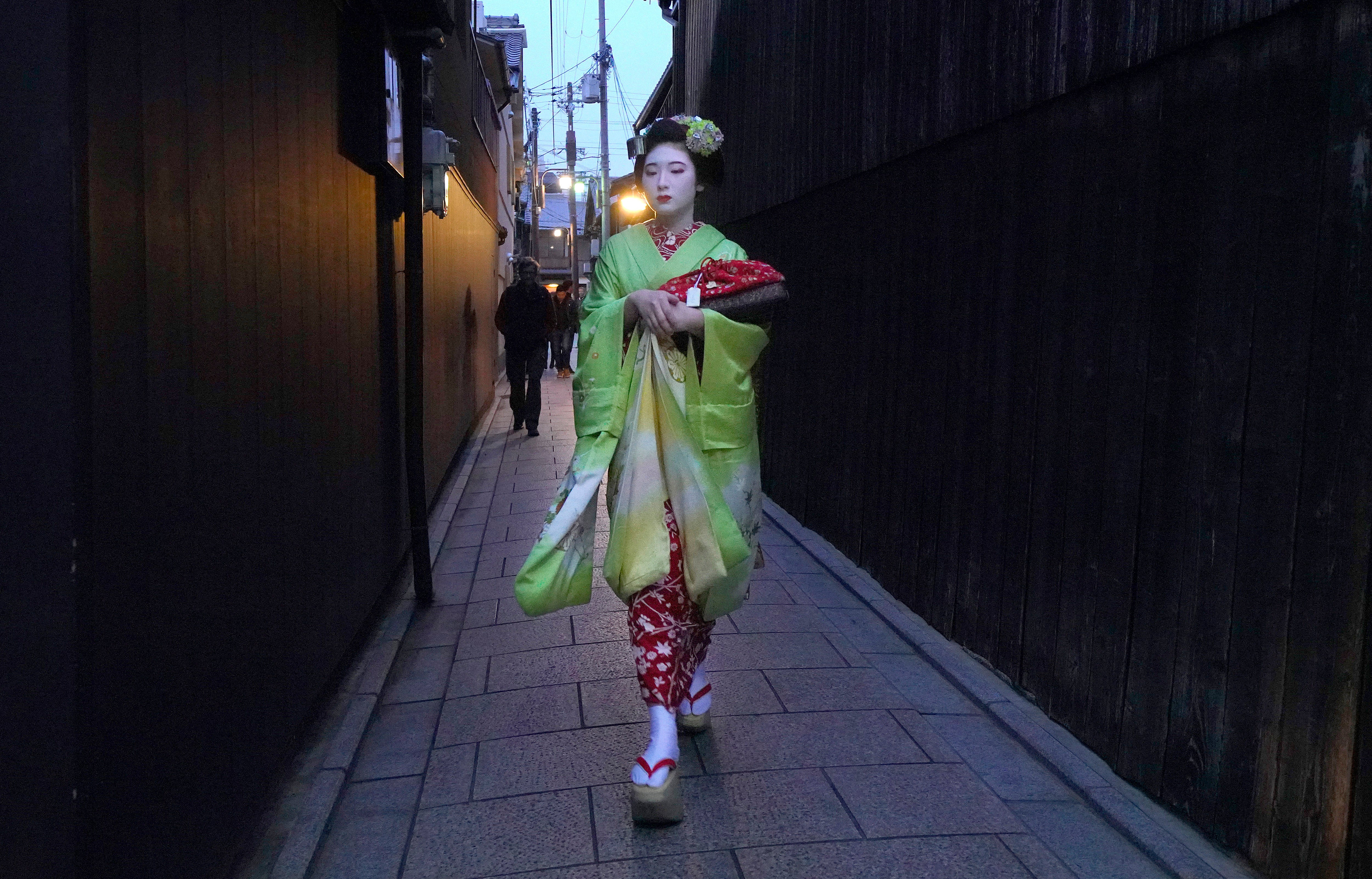 Tourists In Kyoto Are Making Geishas' Lives Difficult