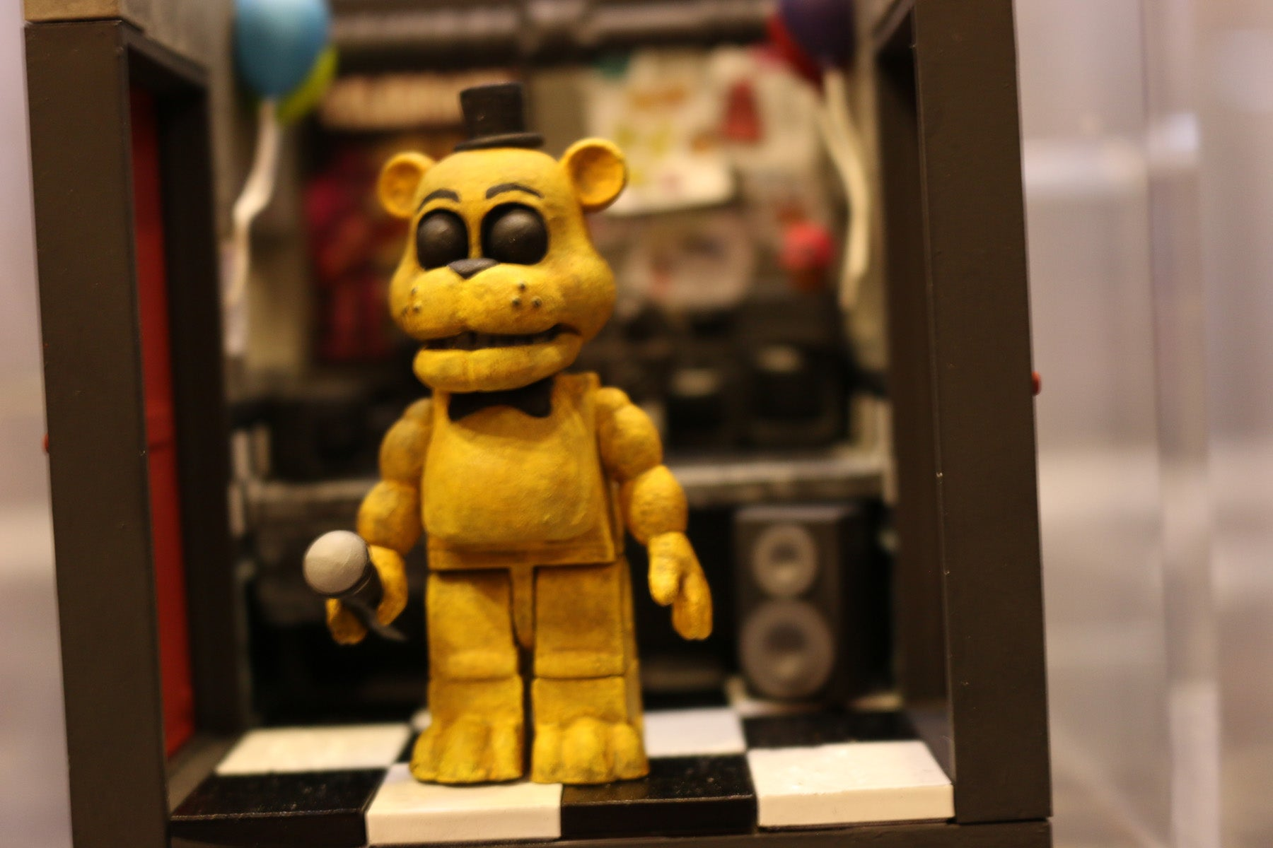 Five Nights At Freddy's Build-A-Horrible-Animatronic-Bear Sets Even Creepier In Person