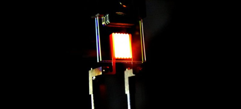 This New Incandescent Bulb Uses Nano Mirrors to Match LED Efficiency