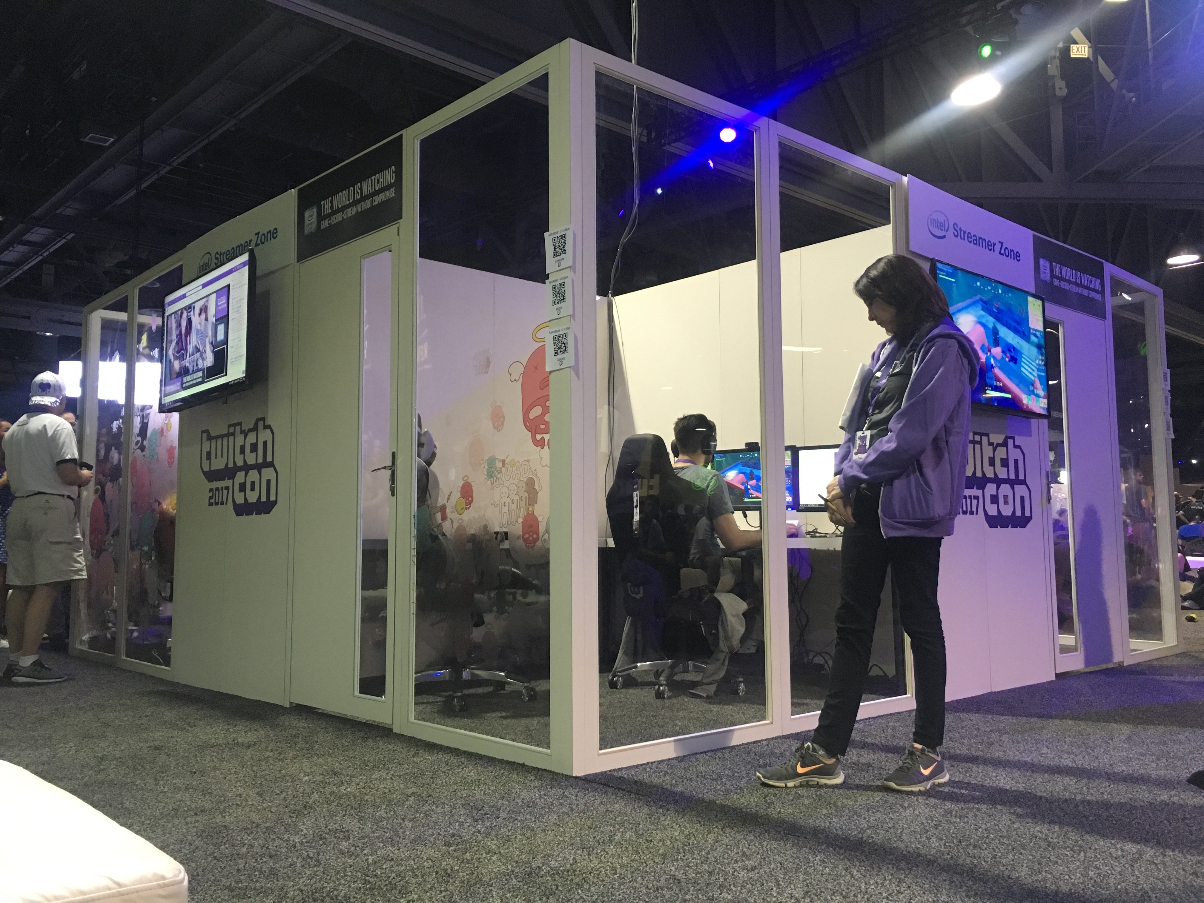 TwitchCon's Glass 'Streamer Zones' Make Streaming Nerve-Wracking