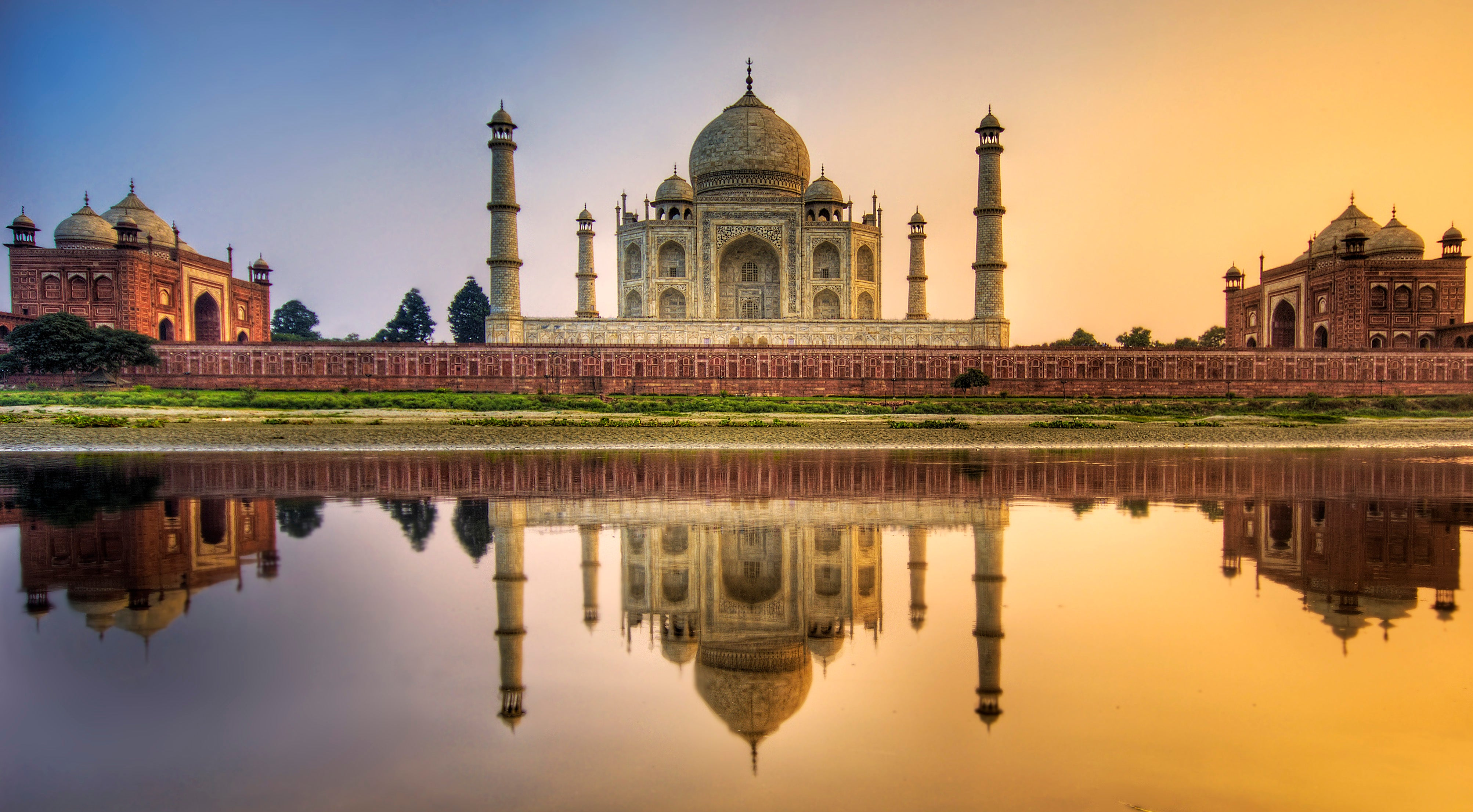 Gaze at the World's Landmarks with These Wallpapers